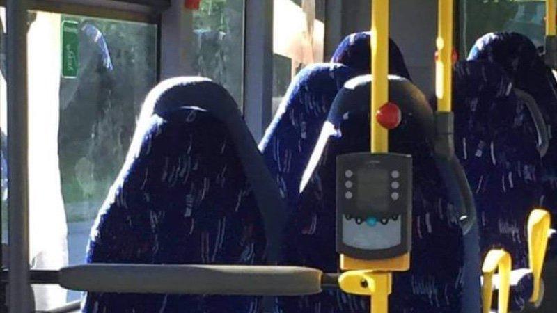 fascistas noruegos confunden asientos vacíos de autobús con burka