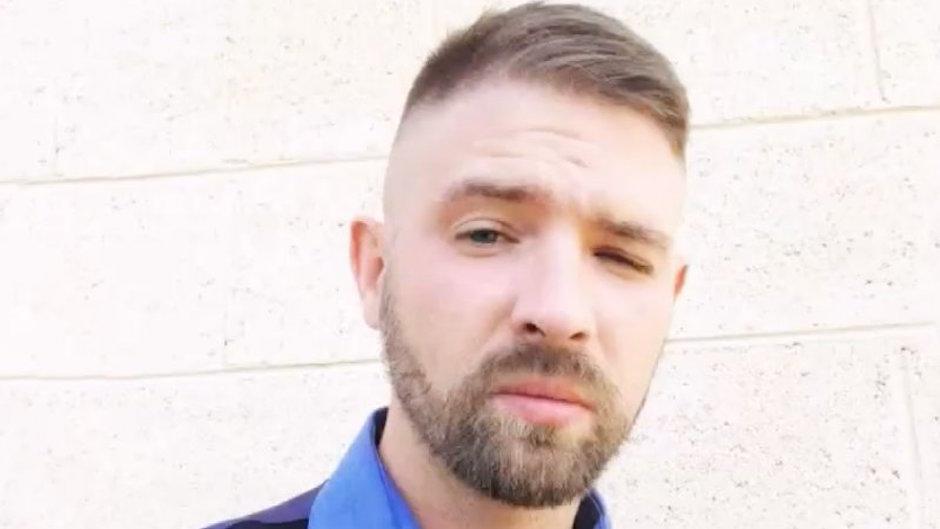 acuchillaron, nazi, Colorado, corte de pelo