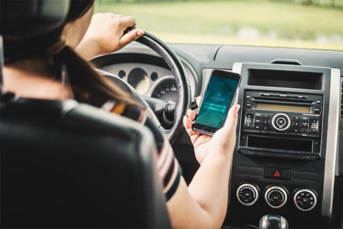 aplicación de taxi privado laudrive sólo para mujeres
