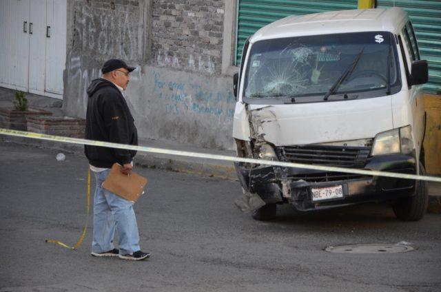 Encuentran cadáver baleado dentro de camioneta en Iztapalapa