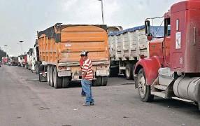 Transportistas paran construcción de NAIM desde 7 de mayo