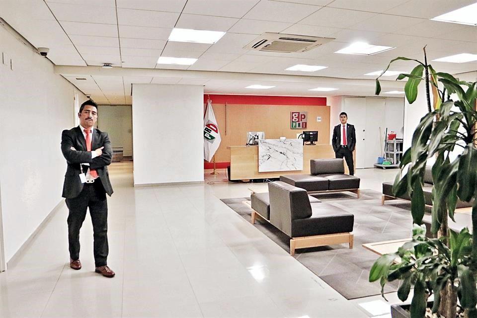 Grupo Parlamentario del PRI agandalla oficinas del edificio H