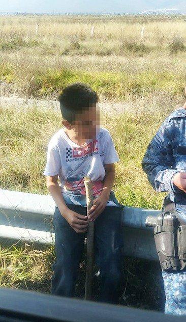 Policía de Hidalgo rescata a niño de la autopista México-Pachuca