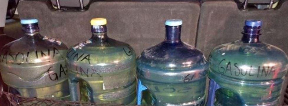 Por esto no debes usar garrafones de agua para gasolina