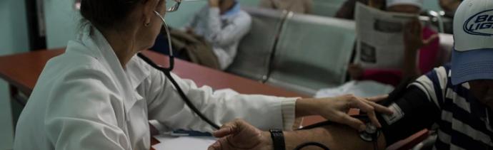 Cuba reparte pastillas para frenar contagio de SIDA