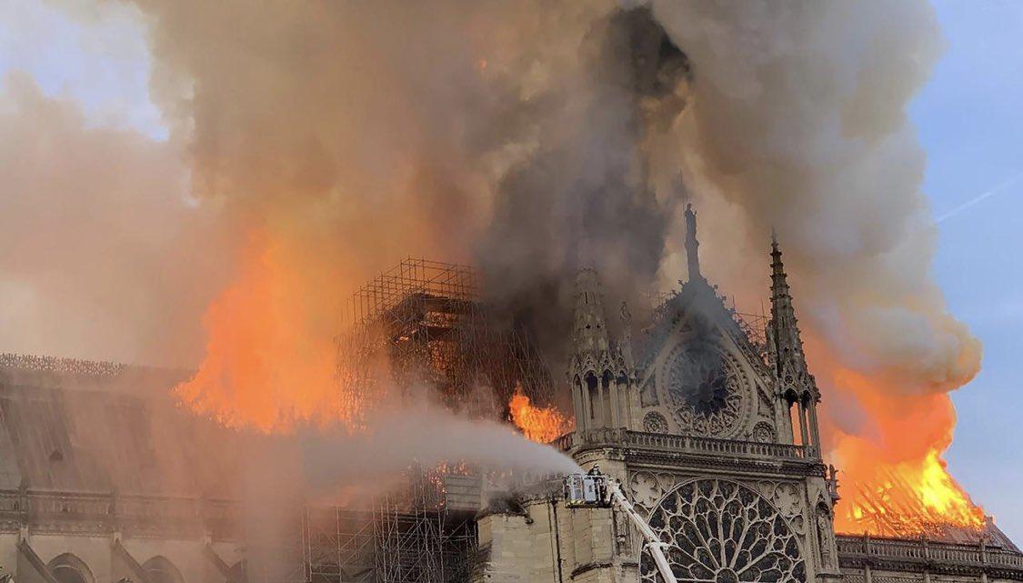 Así reaccionan ante el incendio de Notre Dame