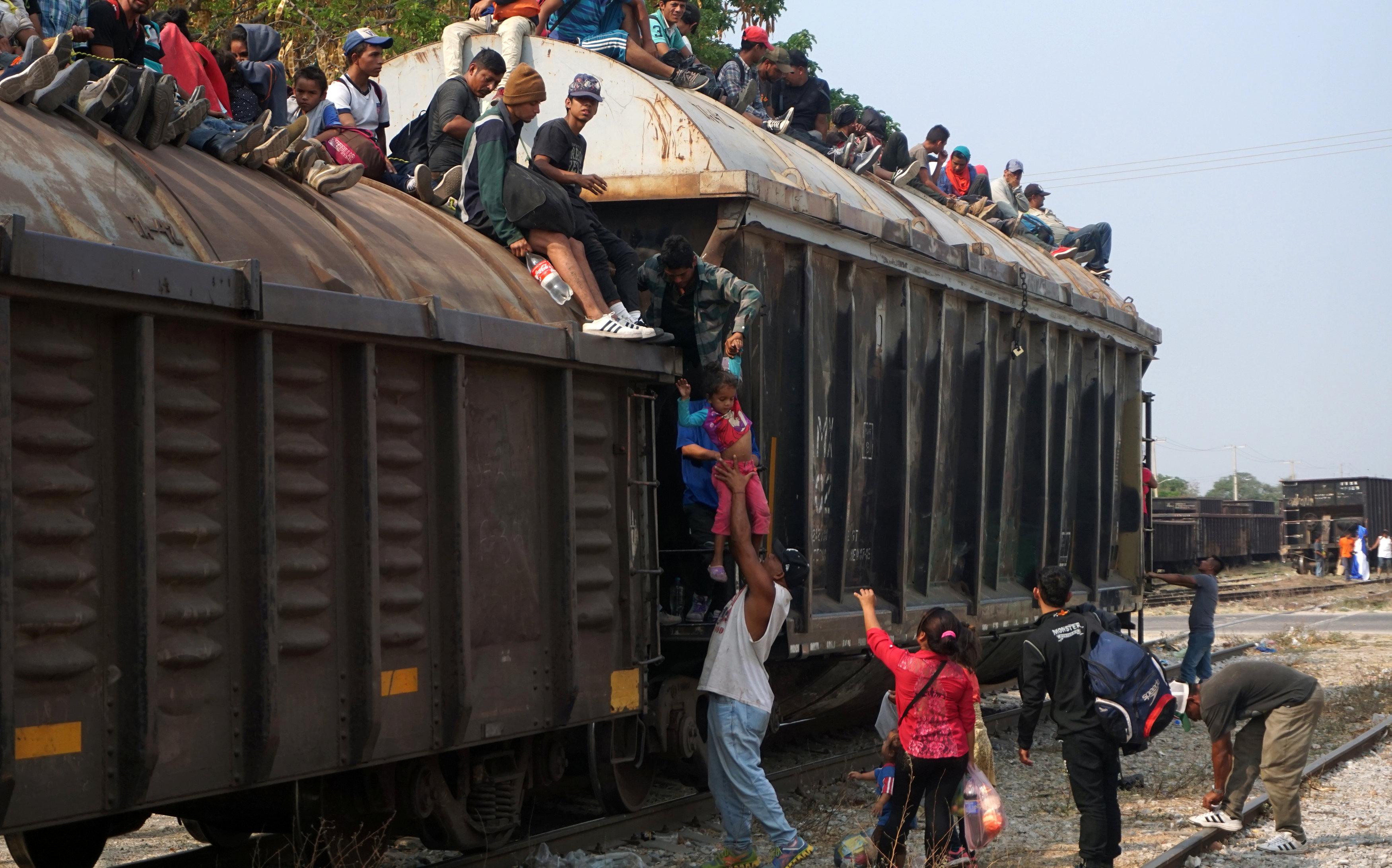 Migrantes vuelven a 'La Bestia': ya hay un muerto