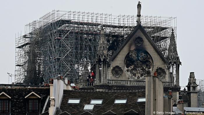 Se busca reconstrucción de Notre Dame tras el incendio.