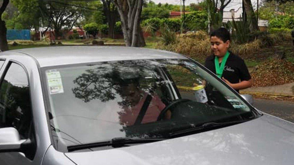 Niño de Morelos 'botea' para concursar en competencias internacionales de ajedrez