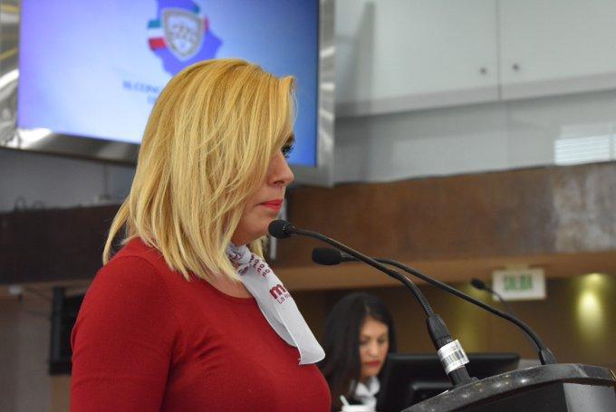 Detienen a diputada de Morena por conducir borracha su compañera agredió a los oficiales durante su proceso de detención