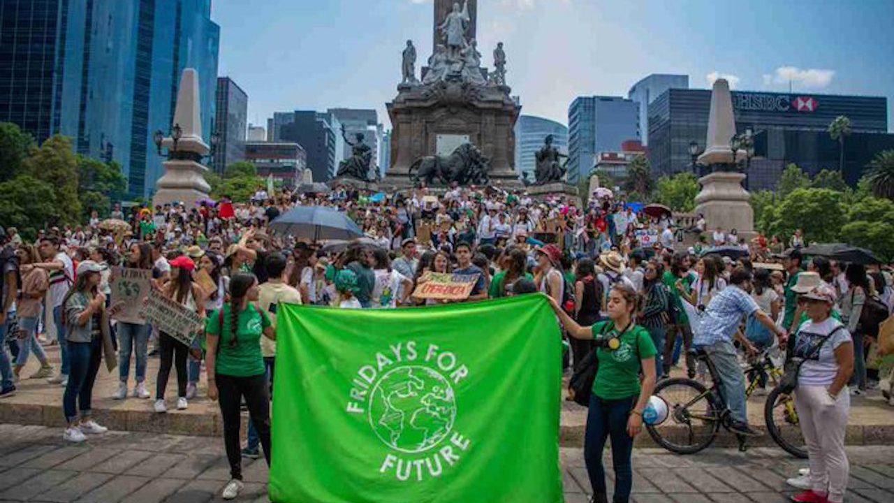 Miles de jóvenes marchan contra el cambio climático y así lo demuestran en redes