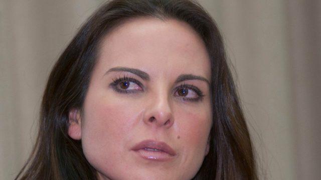 Kate del Castillo se molesta cuando reportero la llama amor