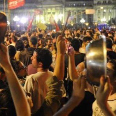 21/10/19 cacerolazo-chile-protesta-social/cacerolas