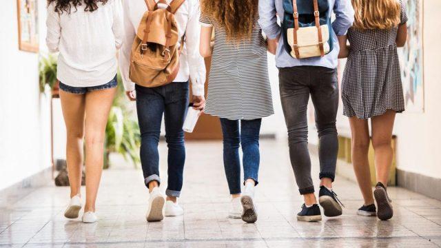 Alumna y madre golpean a directora por críticas a vestimenta